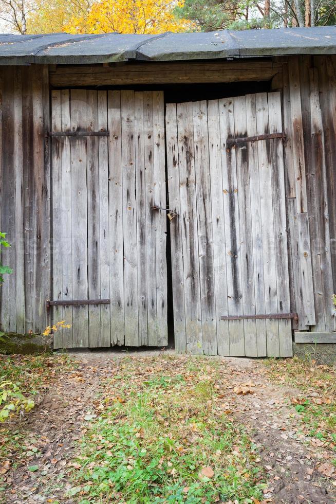 vieille porte de grange en bois photo