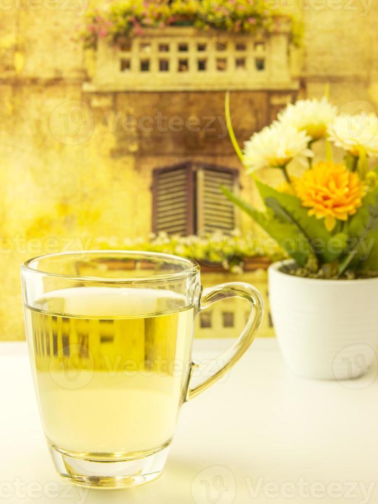 l'heure du thé dans un ensemble de table vintage photo