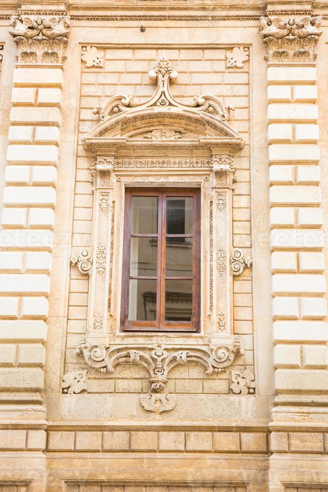 façade principale du palais dei celestini, lecce, italie. photo