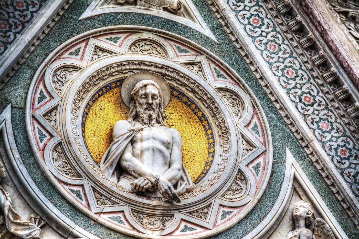 Statue de Jésus-Christ à santa maria del fiore photo