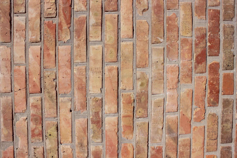 mur de maçonnerie en brique rouge photo