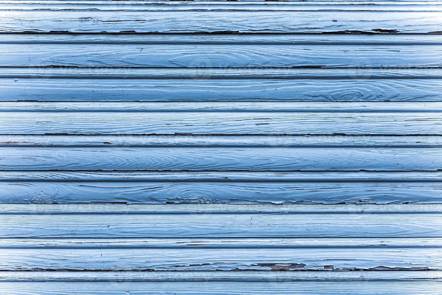 fenêtre en bois à volets roulants photo
