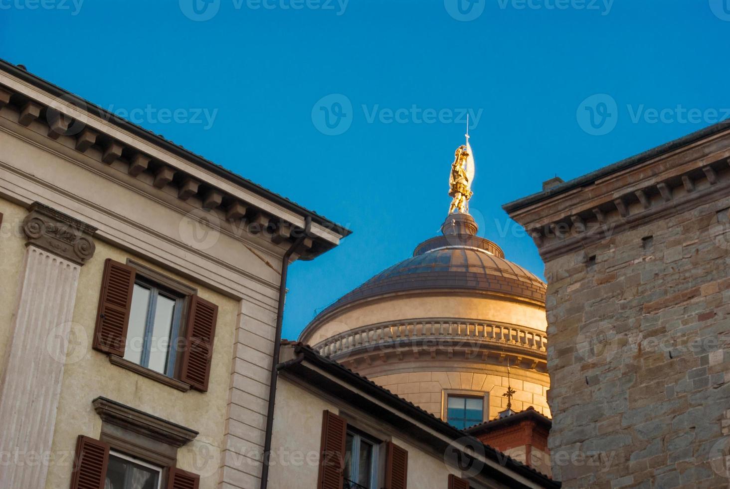 statue dorée photo