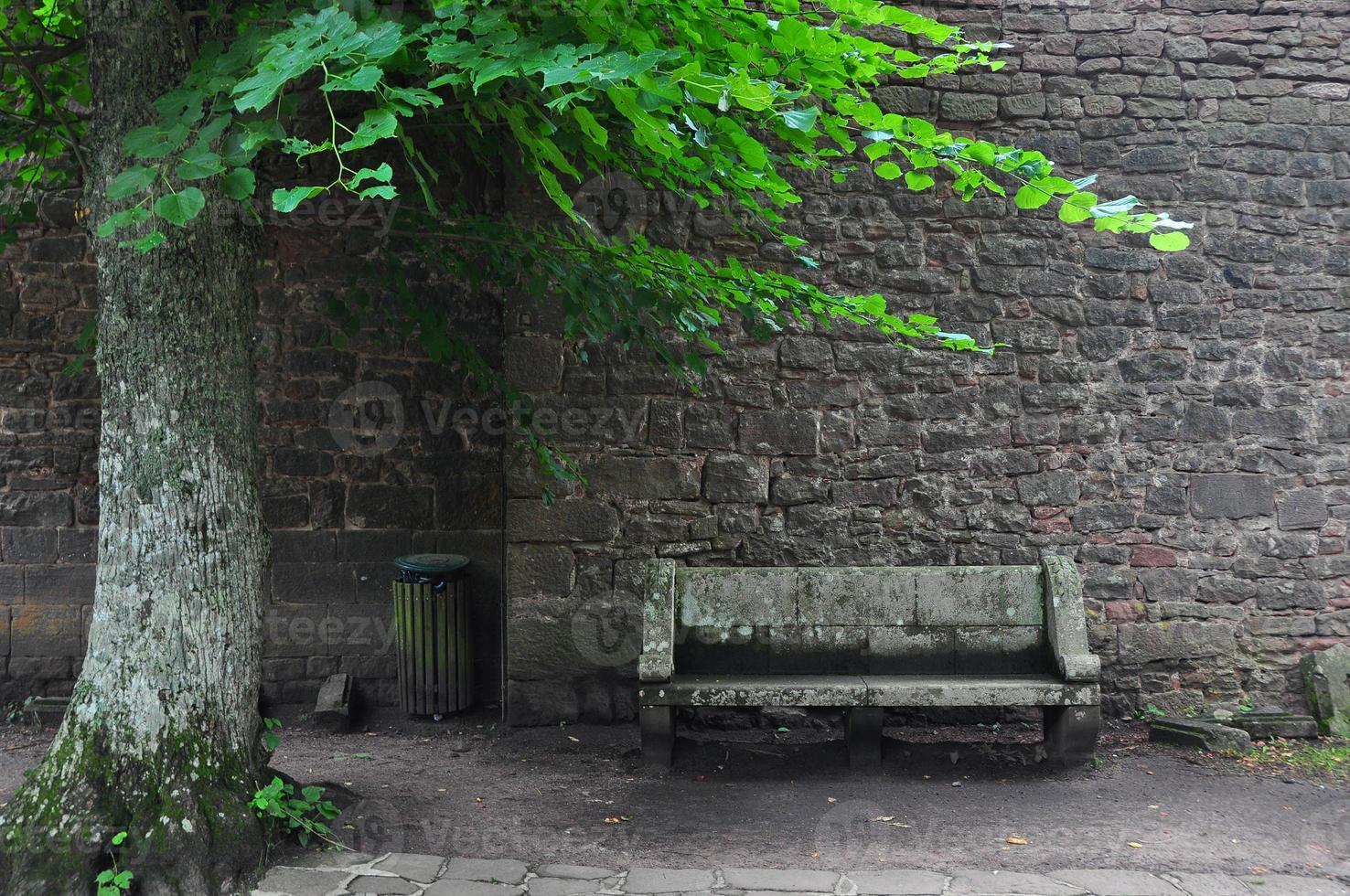 banc en pierre photo