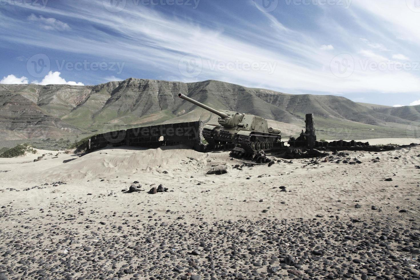 tank en action sur le champ de bataille photo