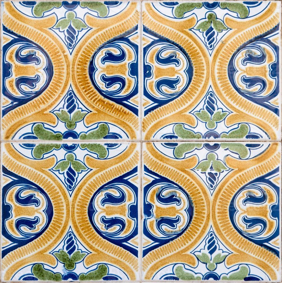carreaux émaillés traditionnels portugais photo