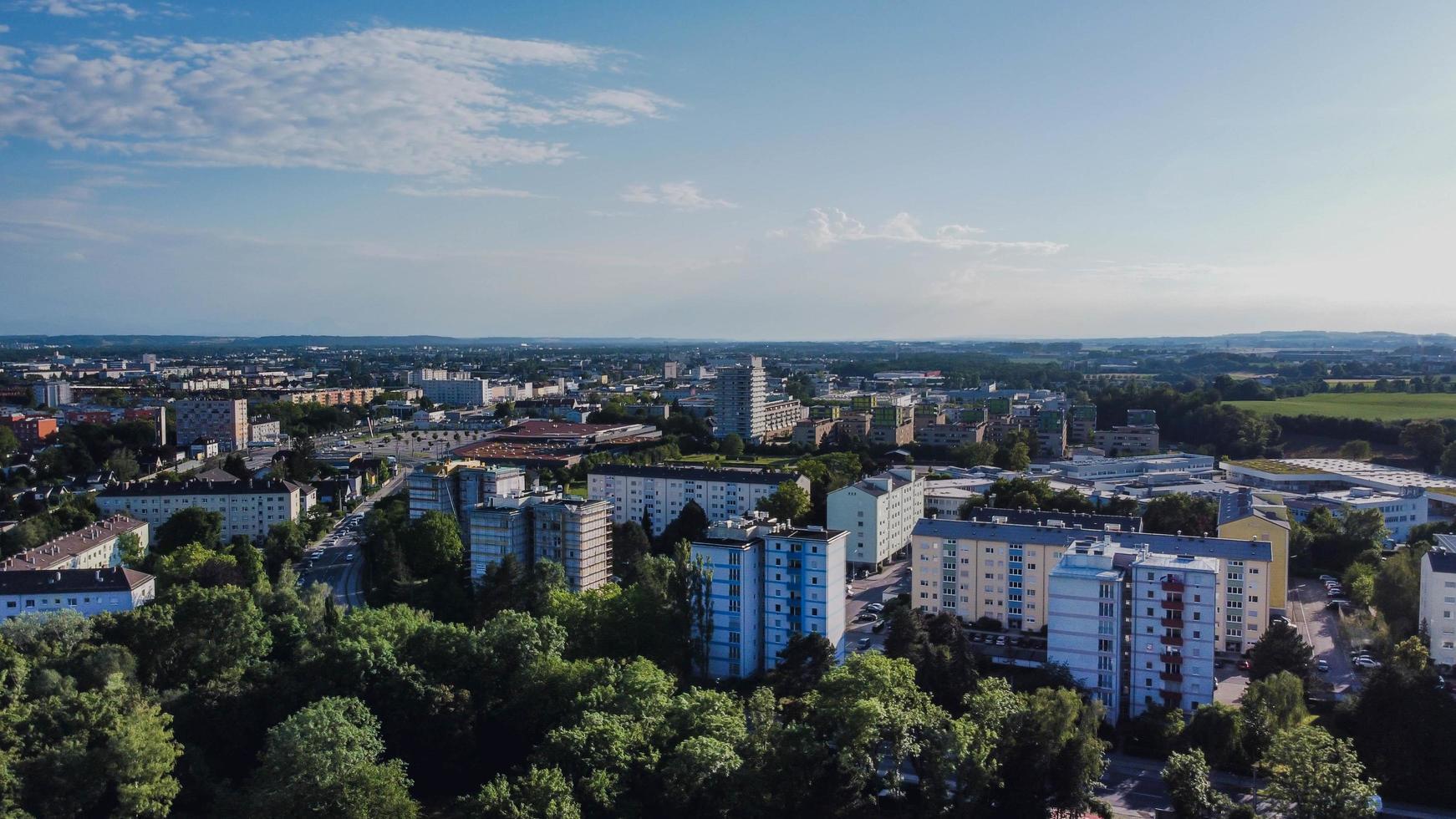 vue aérienne des bâtiments de la ville pendant la journée photo