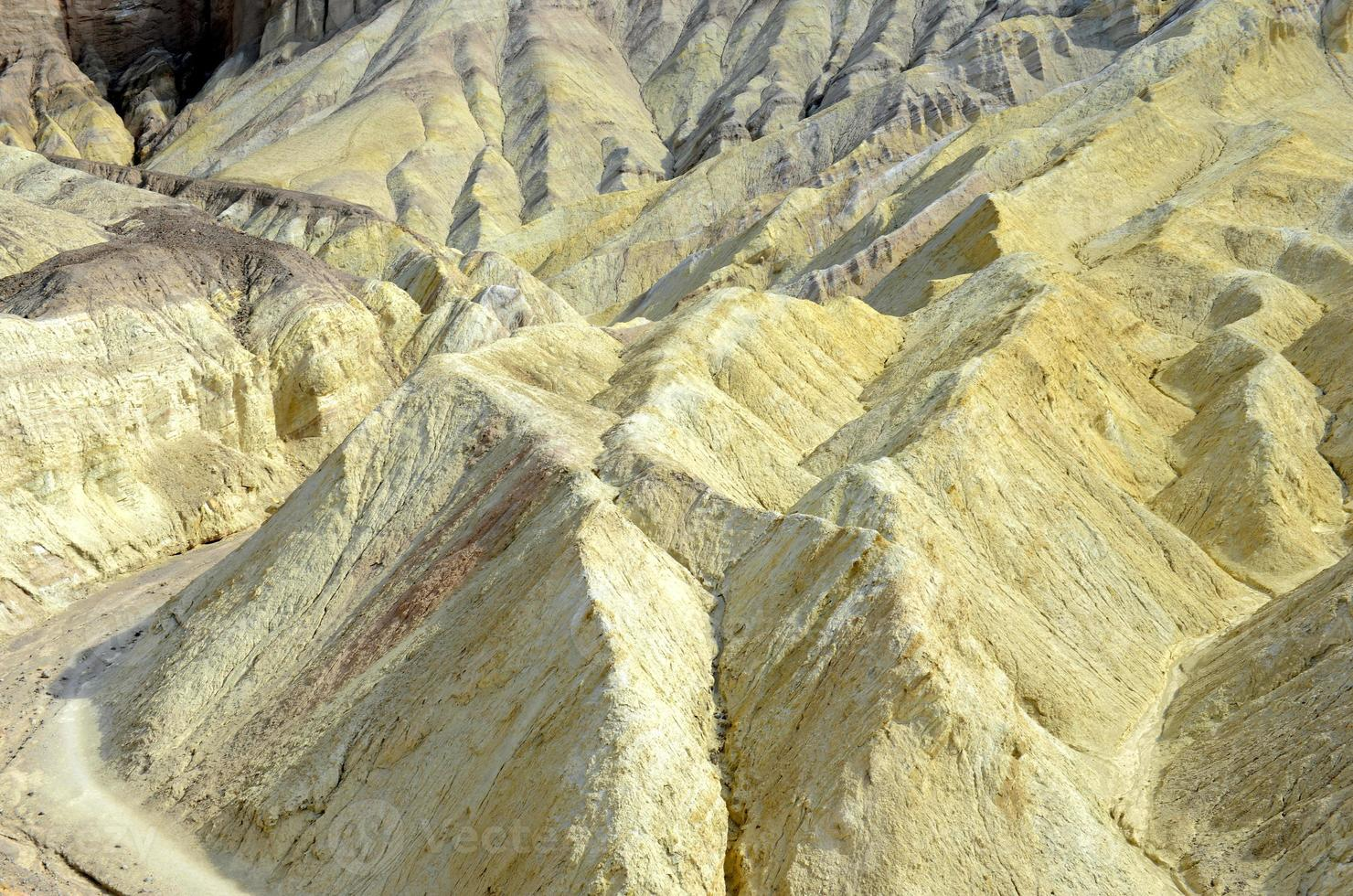 paysage désertique des badlands, parc national de la vallée de la mort photo