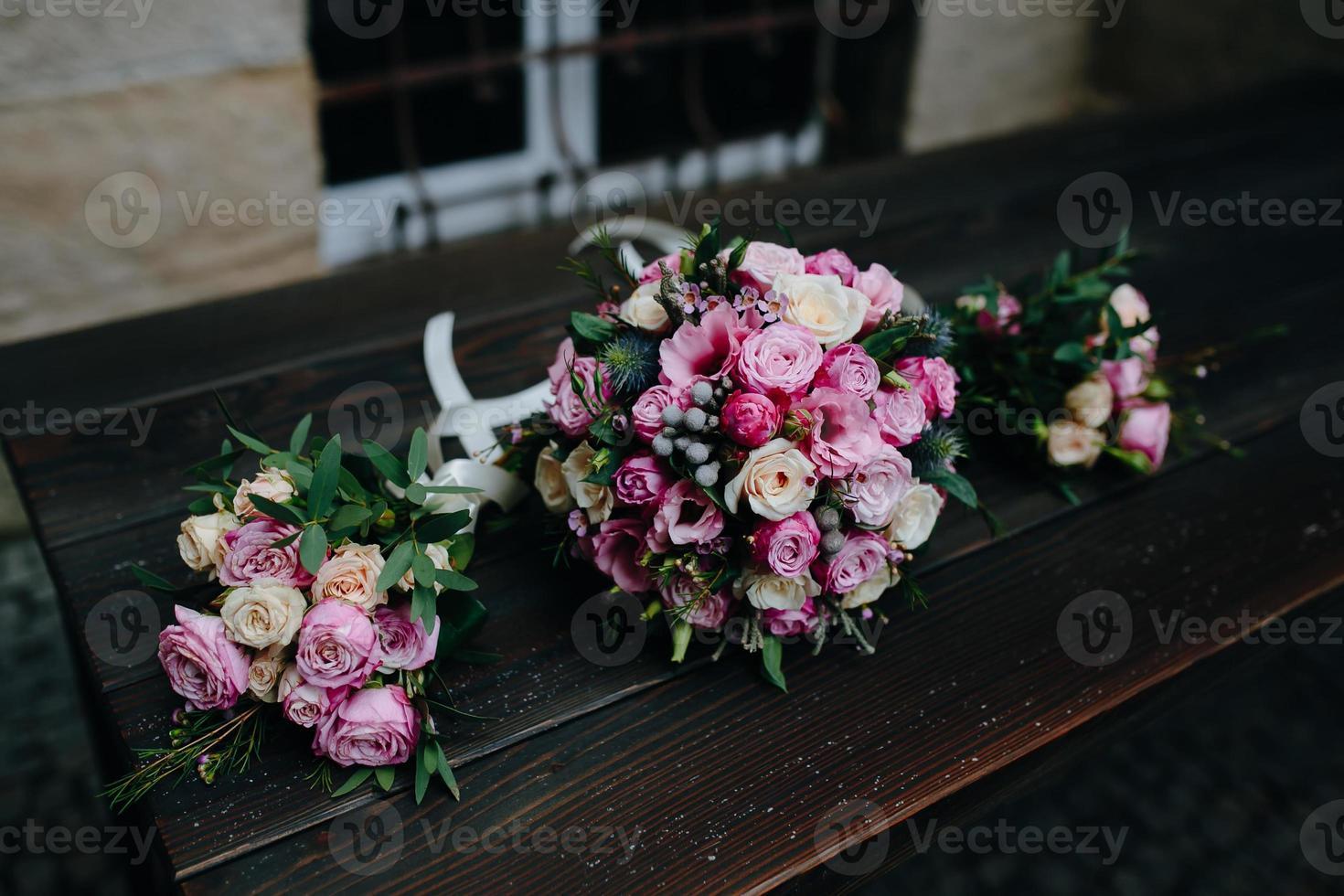 bouquet de mariage avec des roses photo