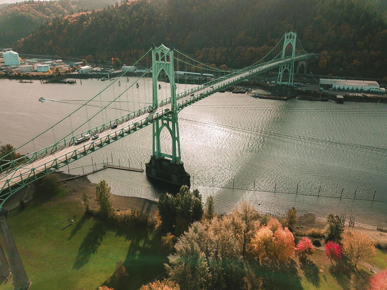 st. johns bridge et le parc de la cathédrale photo