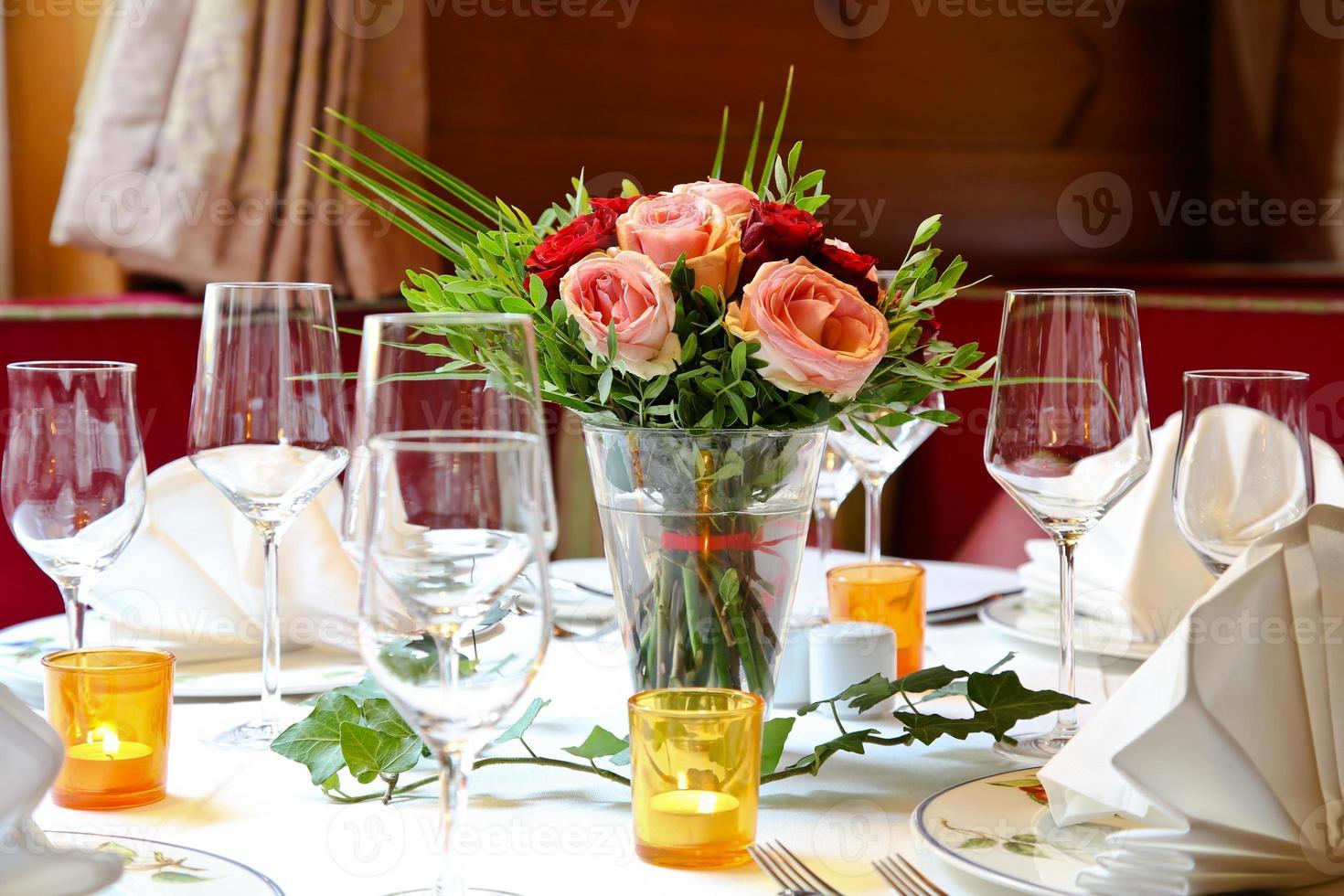 restaurant avec jolie fleur photo