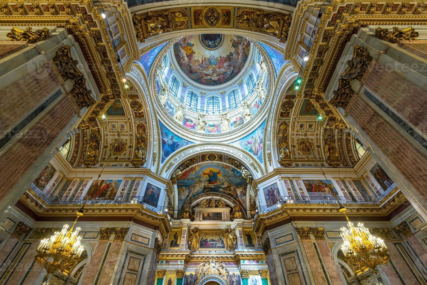Intérieur de la cathédrale Saint-Isaac à Saint-Pétersbourg photo