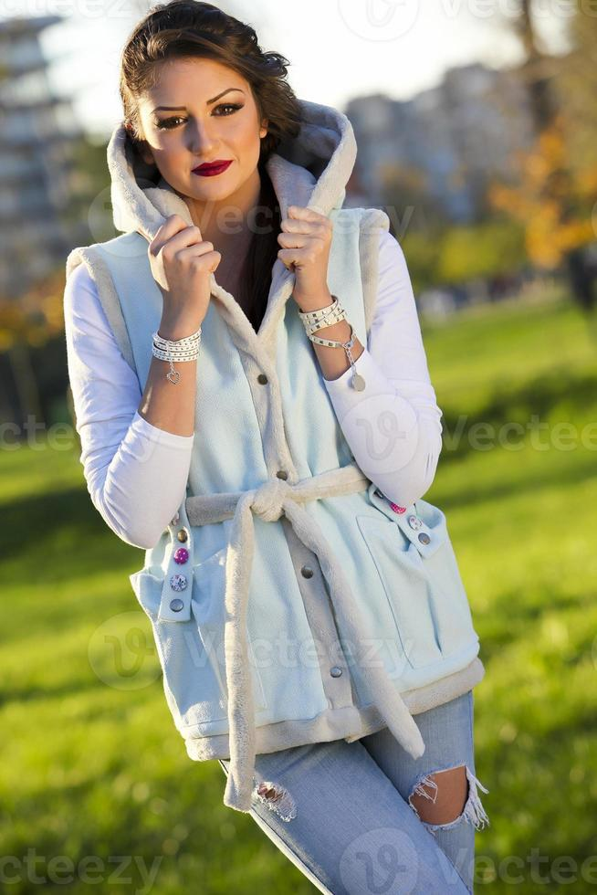 belle fille dans le parc photo