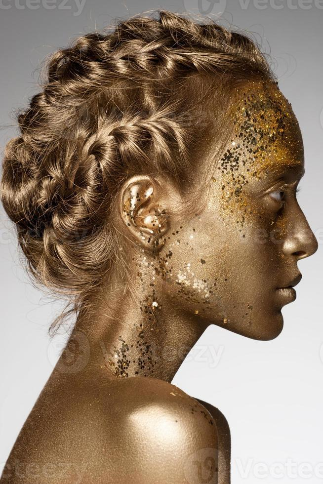 femme dorée photo