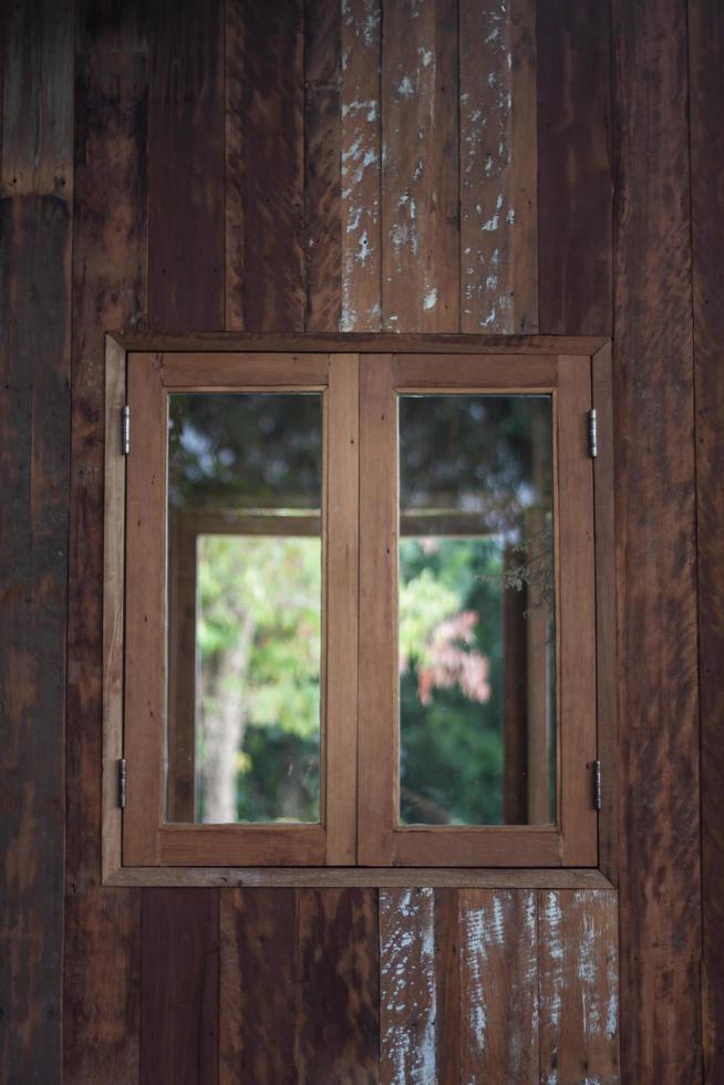 cadre de fenêtre en bois photo