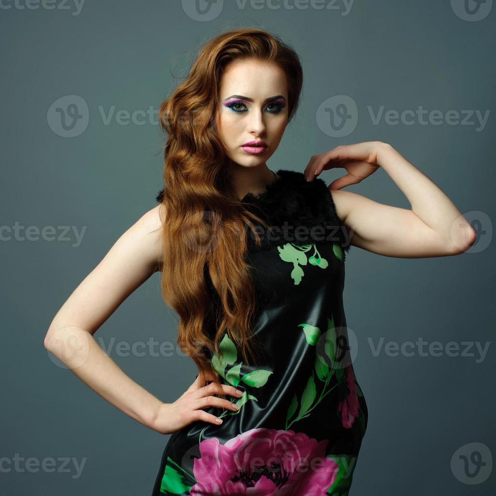 portrait de jeune femme en studio. photo