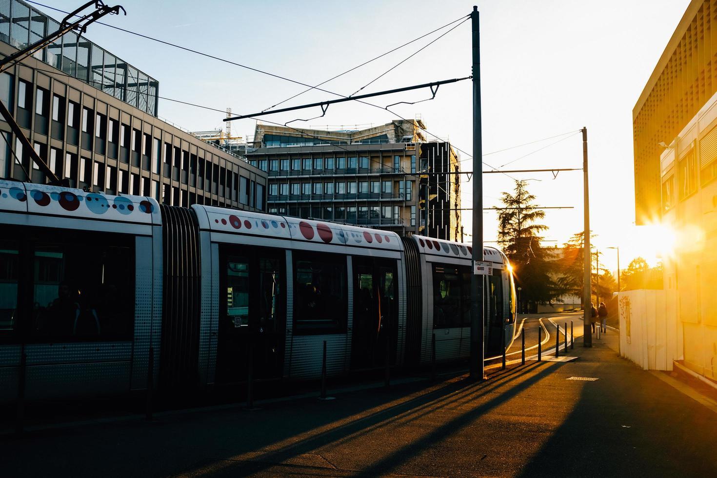 train à la station de métro photo