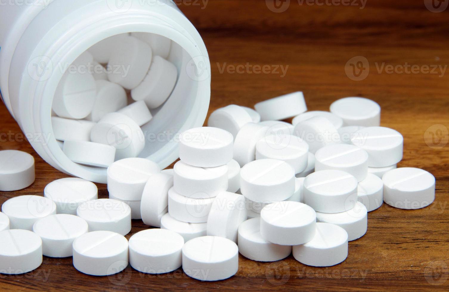 pilules blanches, médecine orale, paracétamol, photo