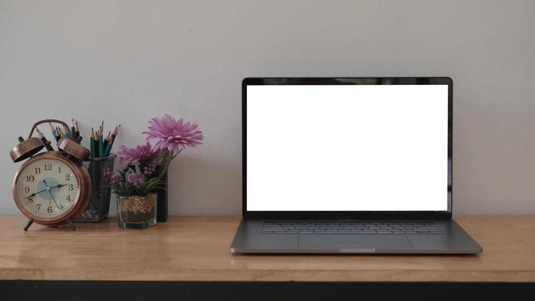 ordinateur portable au bureau photo