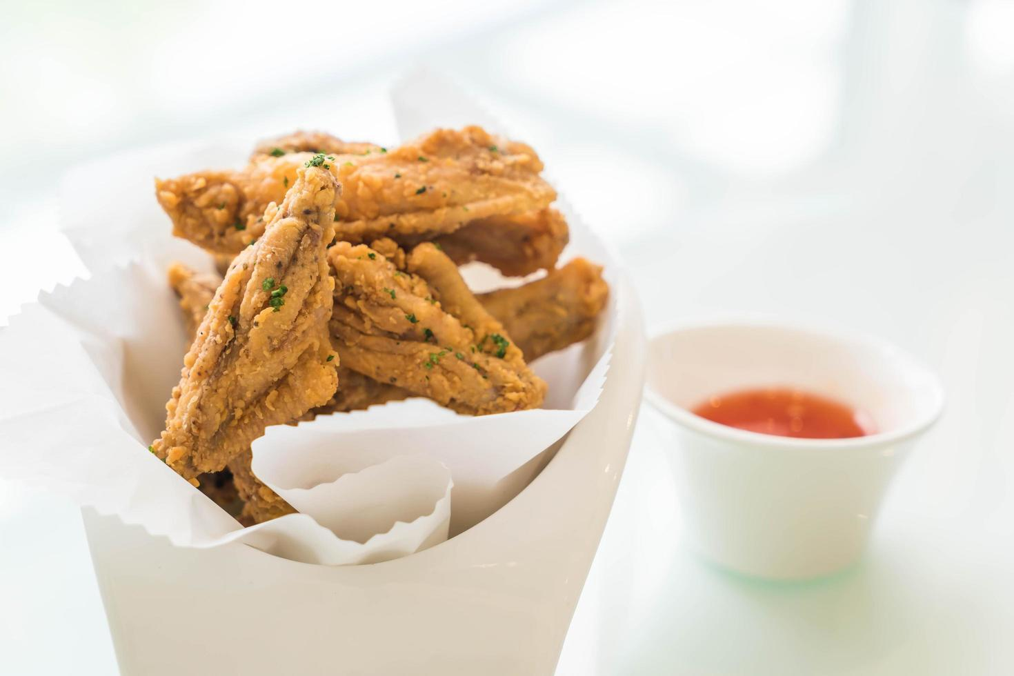 ailes de poulet frites avec sauce photo