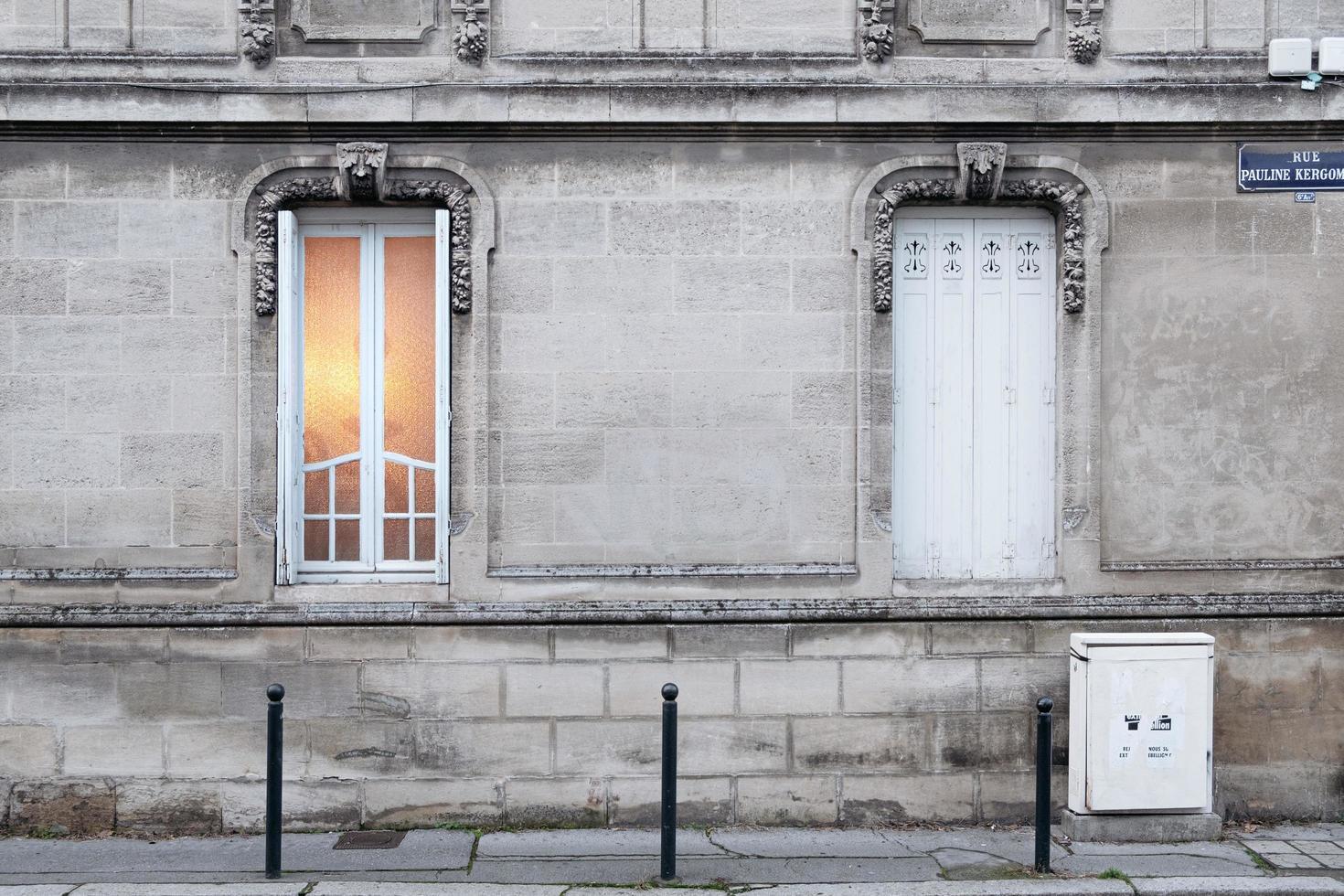 maison en béton gris photo