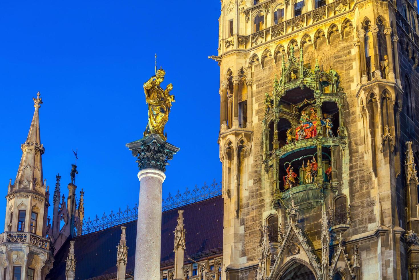 clocher de la colonne de la paix photo