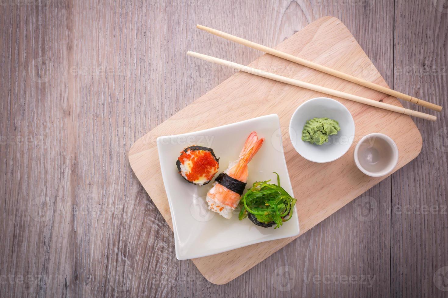 ensemble de sushi japonais photo