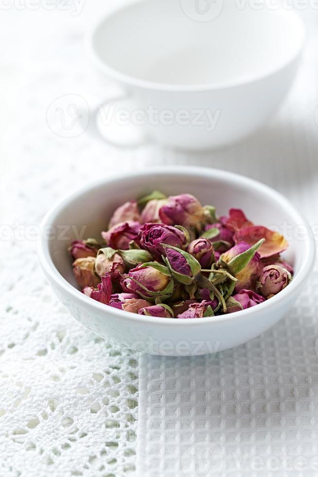 boutons de rose bio pour le thé photo