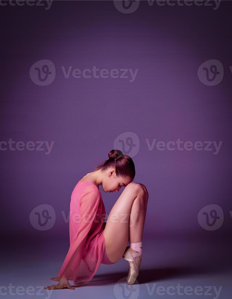 jeune danseuse ballerine montrant ses techniques photo