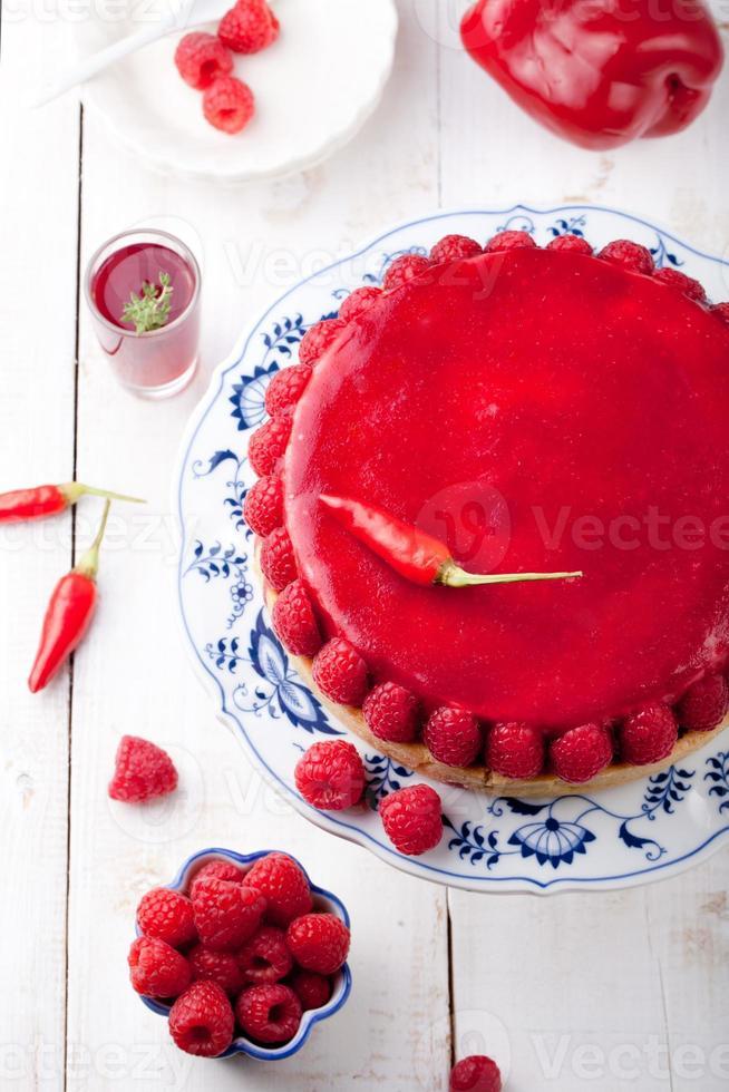 gâteau mousse aux framboises et poivrons rôtis, chili cheesecake photo