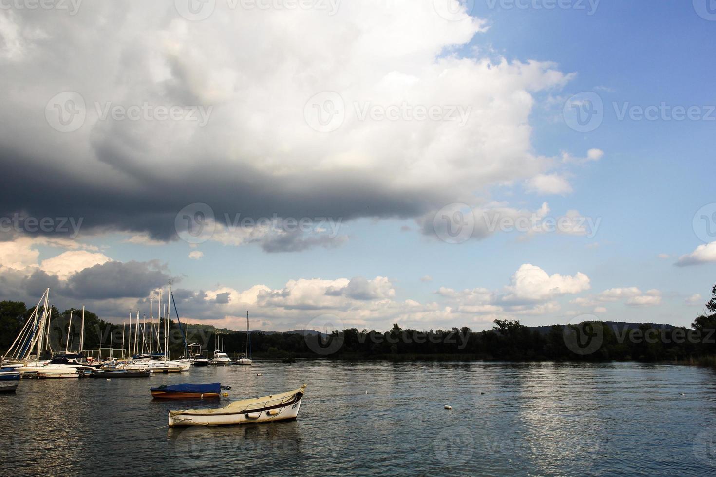 bateaux au bord du lac-2 photo