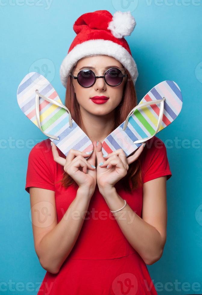 femmes au chapeau de Noël avec des tongs photo