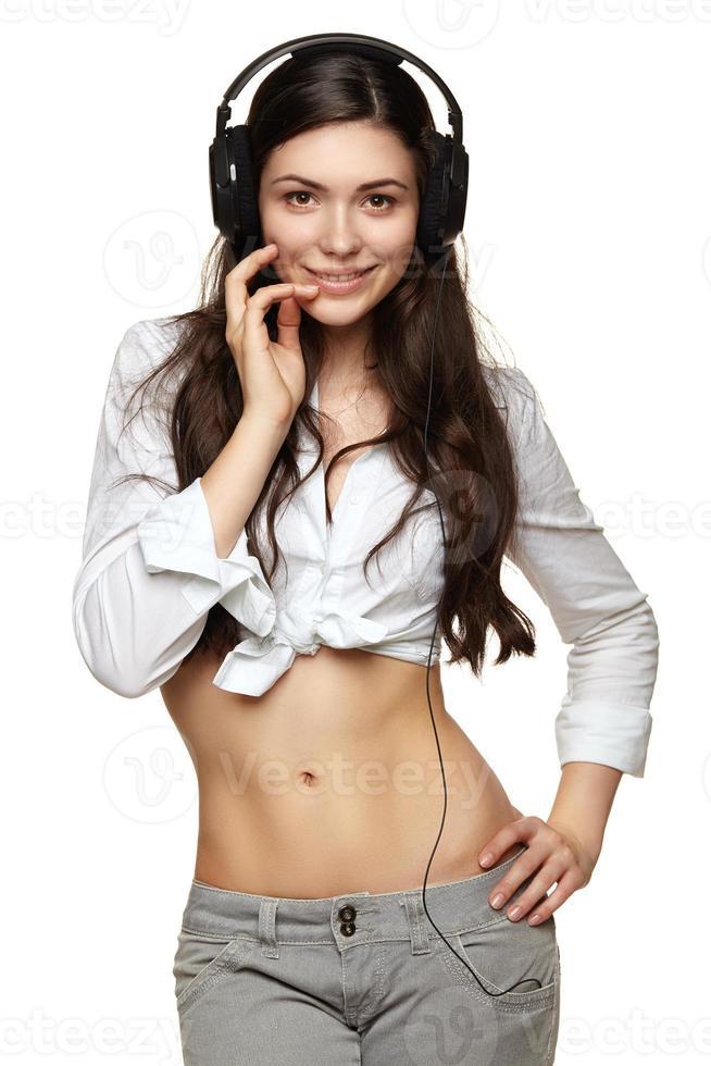 jeune femme avec un casque d'écoute de musique photo
