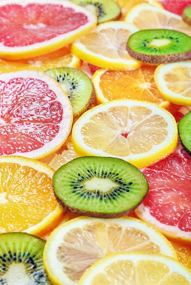 fond de fruits frais avec tranche photo