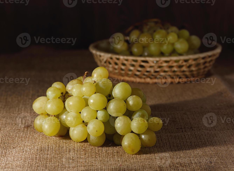 grappe de raisin sur un sac photo