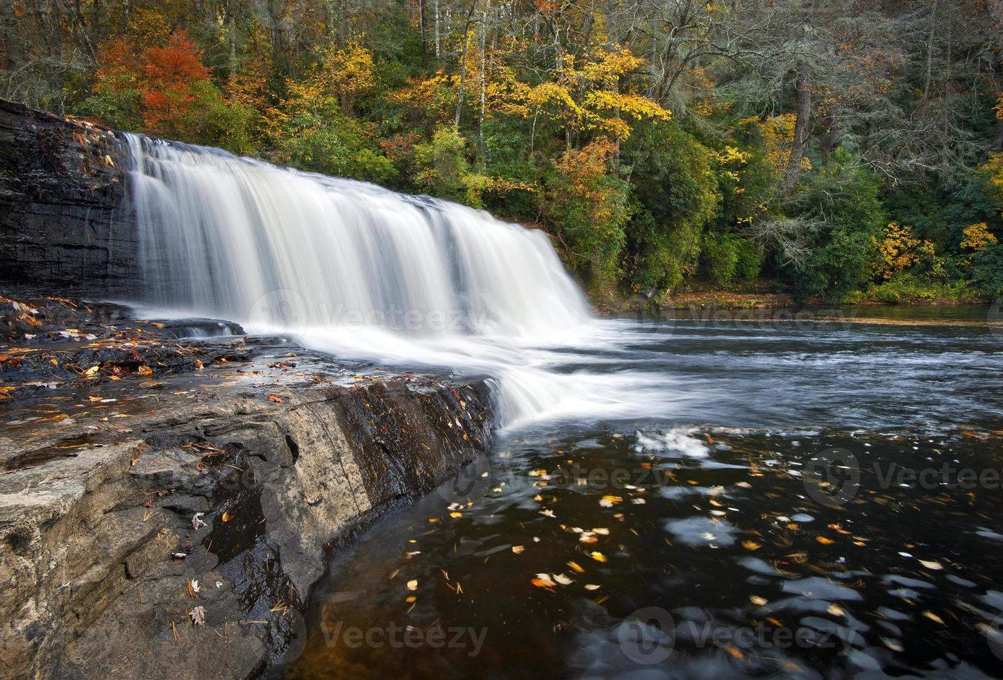 Hooker Falls chute d'eau d'automne dupont State Park forêt feuillage d'automne photo