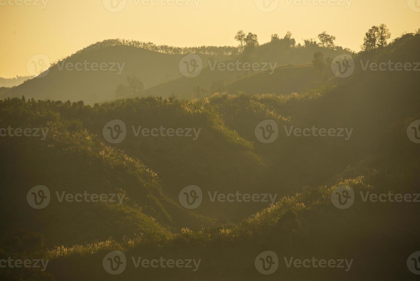 La montagne pittoresque en Thaïlande est la plus belle photo