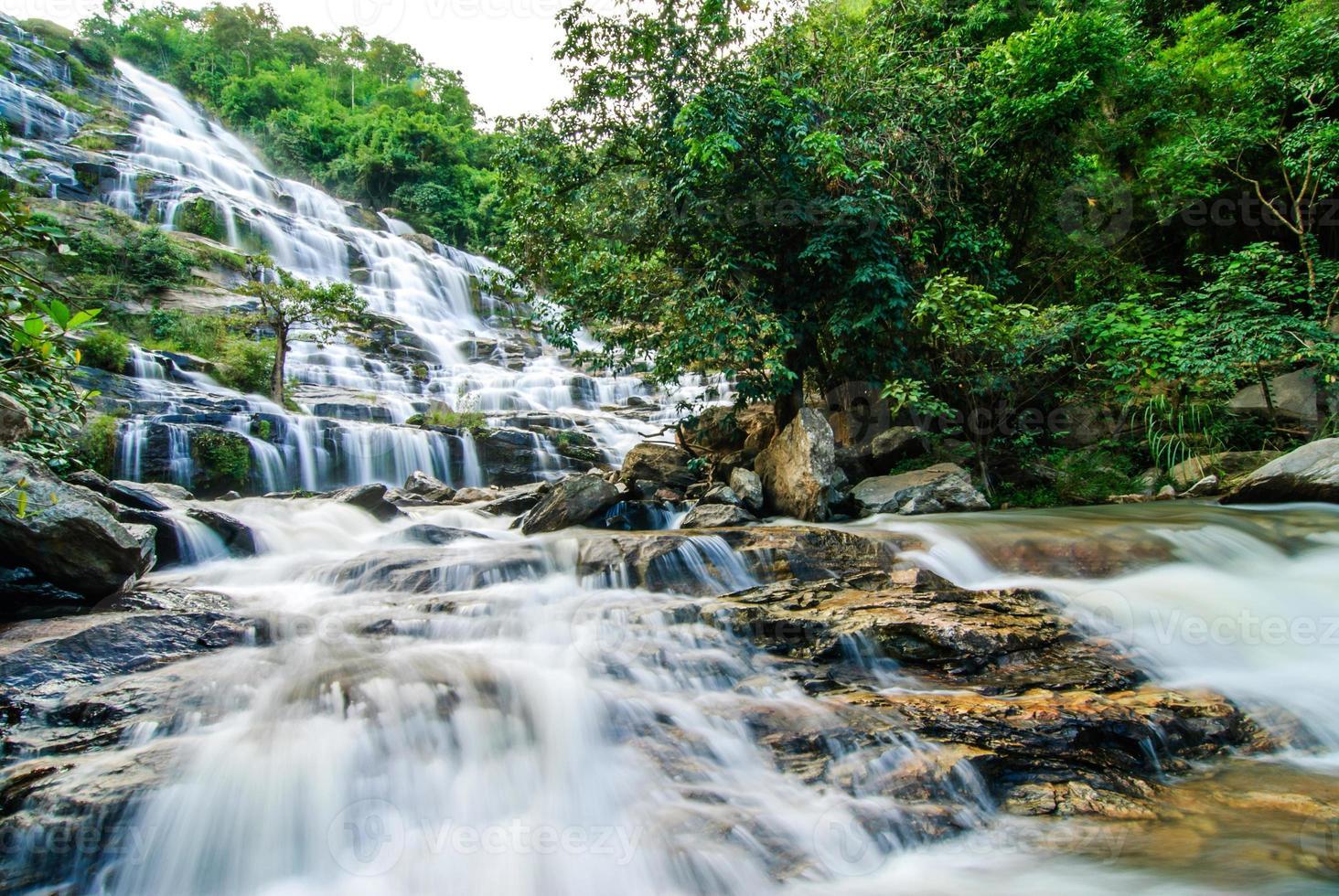 cascade magnifique en thaïlande photo