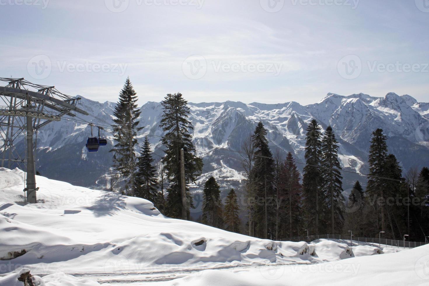 téléphérique dans les montagnes photo