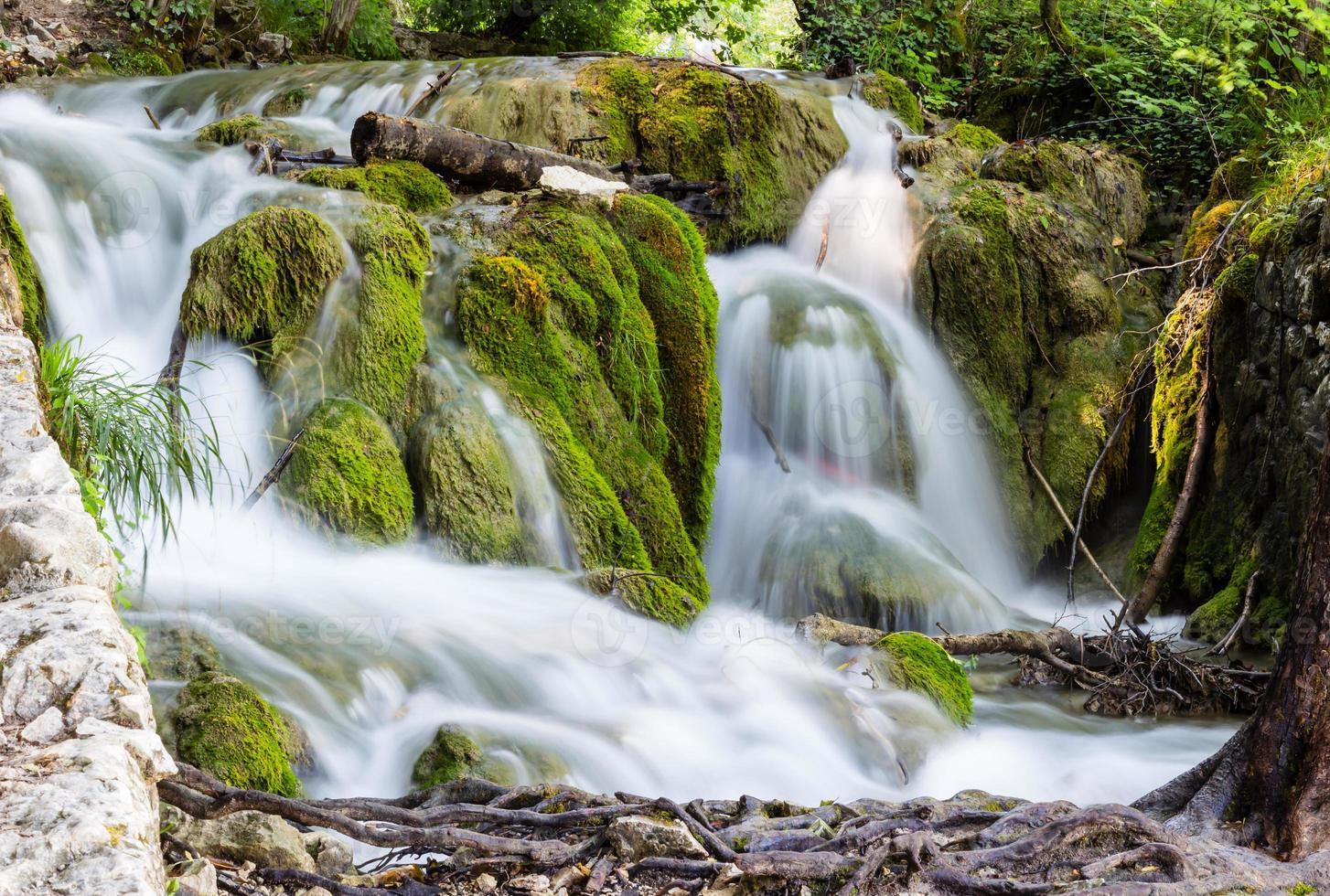Cascades dans le parc national de Plitvice, Croatie photo
