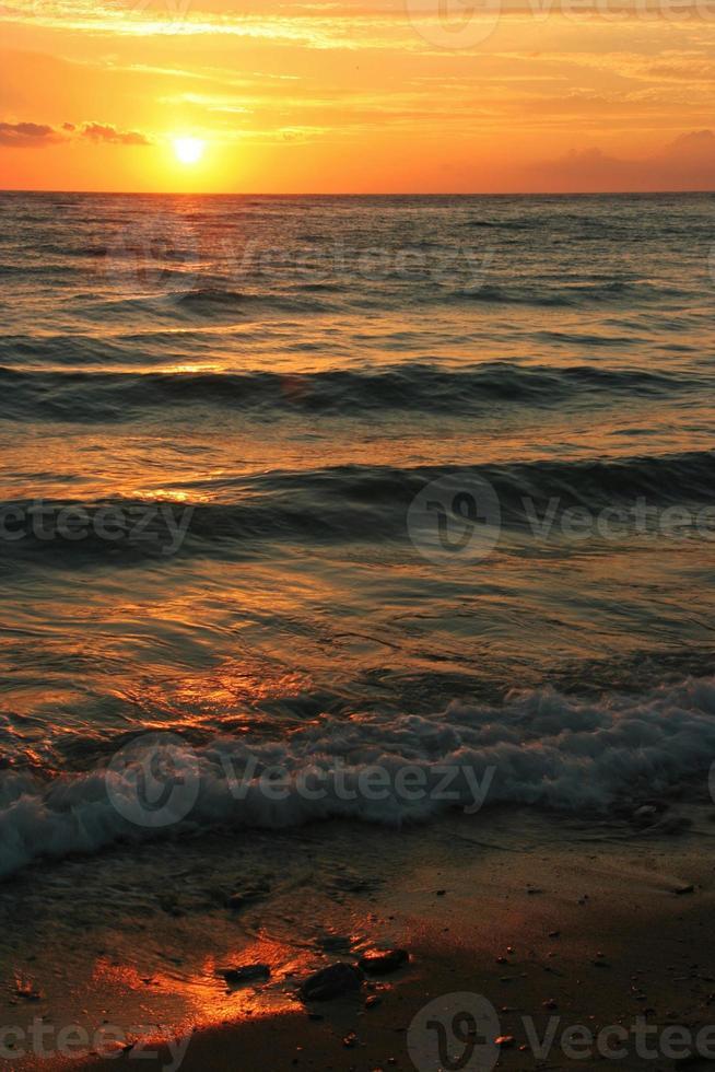coucher / lever de soleil sur la plage photo