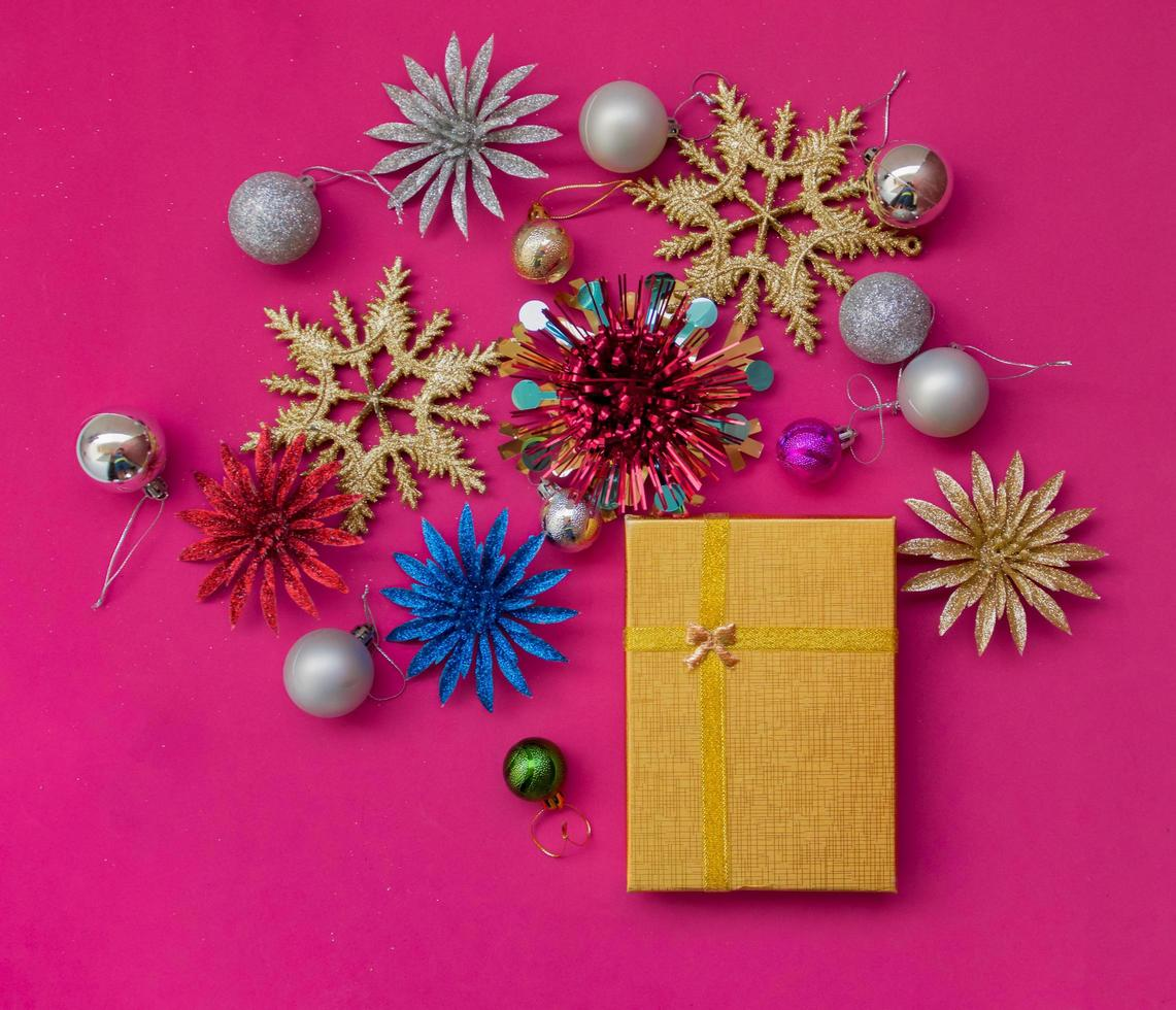 cadeau de vacances de Noël avec des ornements photo