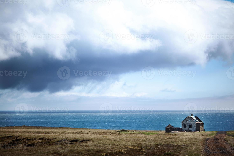 Maison abandonnée - la péninsule de Snaefellsnes, dans l'ouest de l'Islande photo