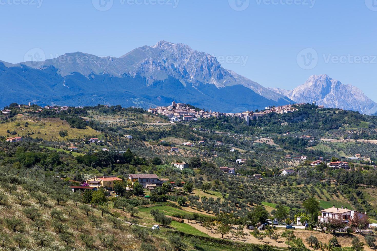 Vue des villes anciennes dans les Abruzzes, Italie photo