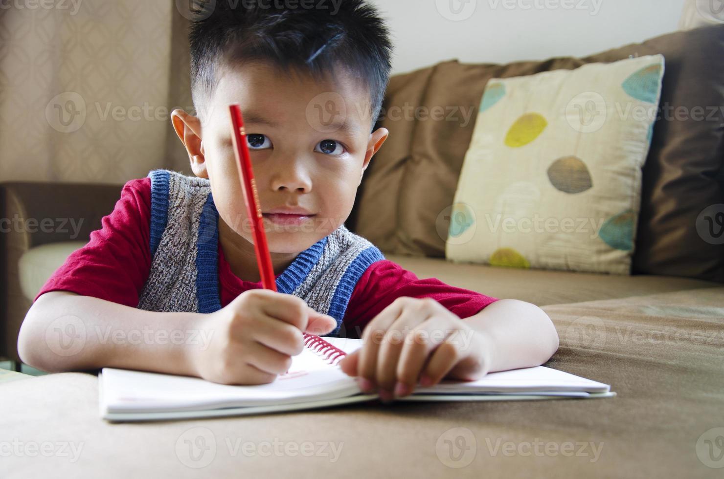 les enfants écrivent photo