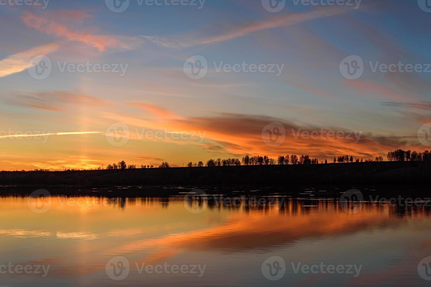 lac lever du soleil ciel nuages réflexion photo