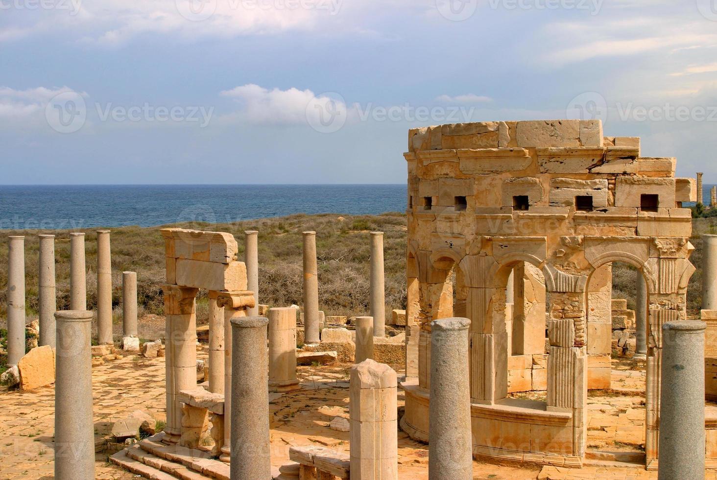 libye, tripoli, site archéologique romain de leptis magna. - site de l'unesco. photo