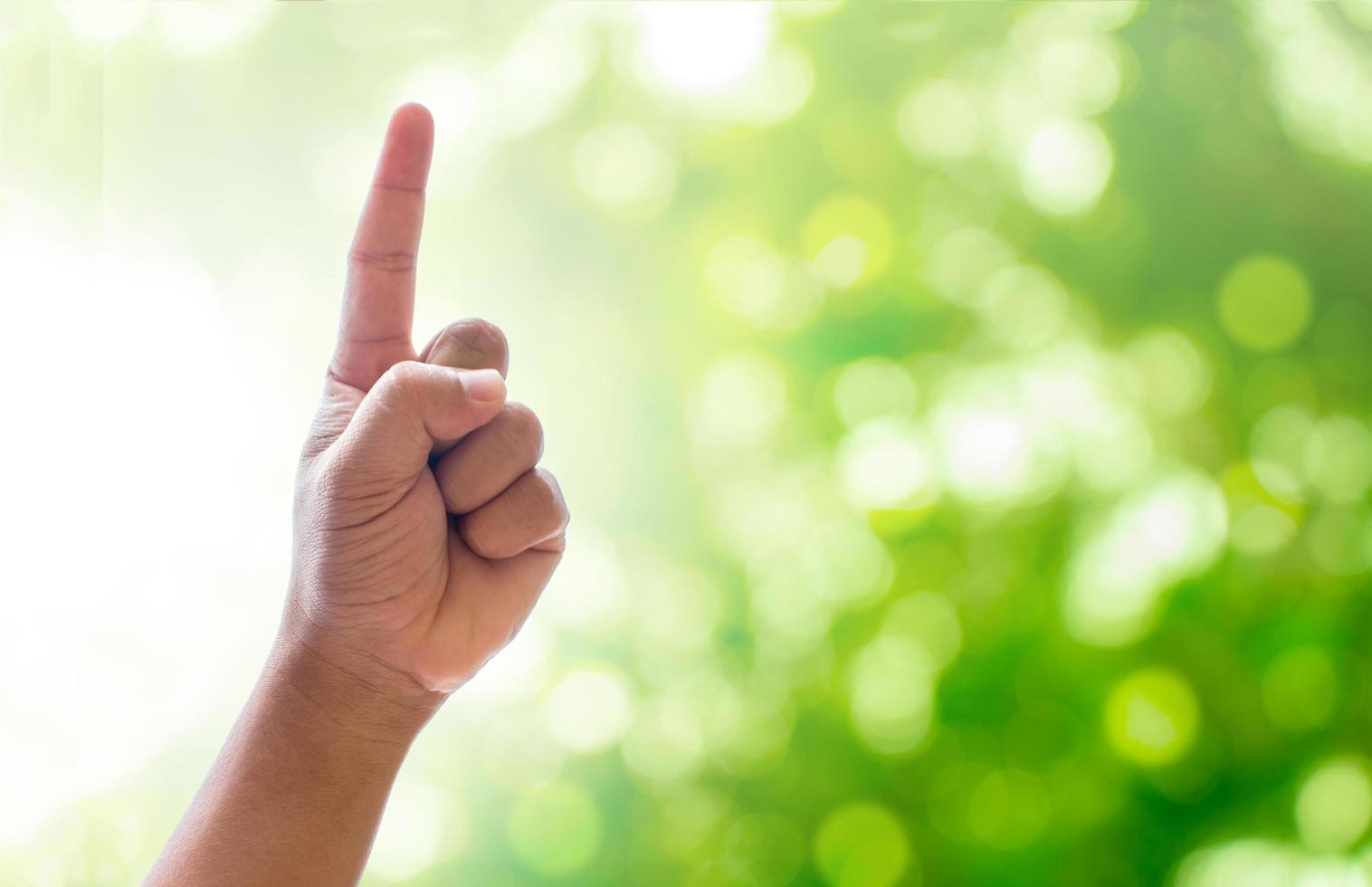 doigt pointé vers le haut photo