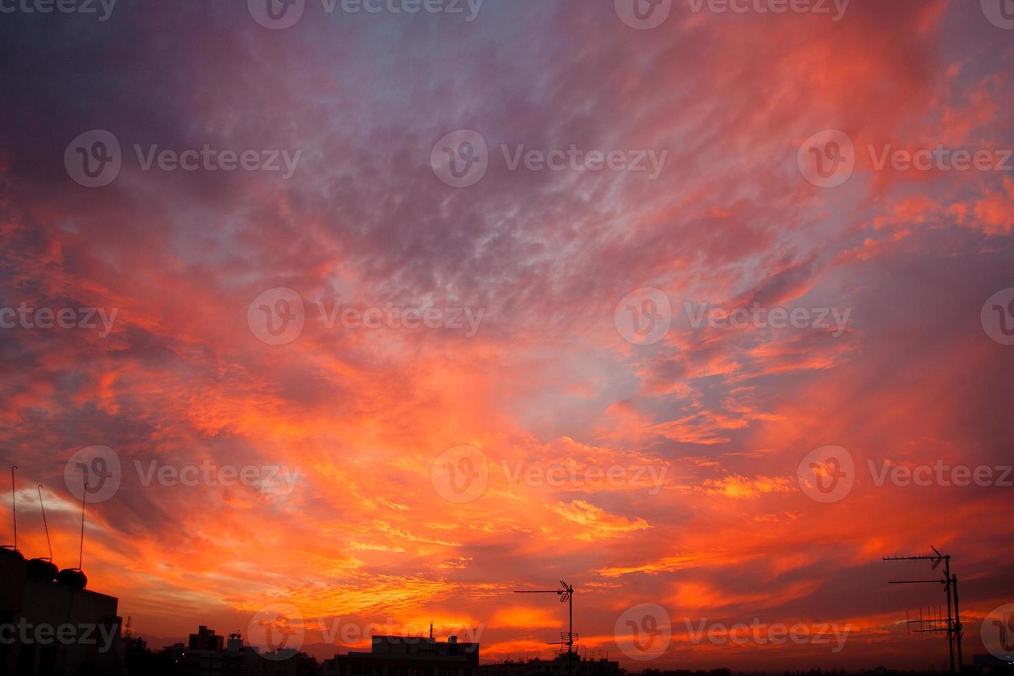 Ciel coucher de soleil sur Nicosie, paysage urbain de Chypre photo