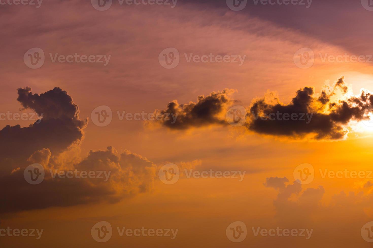 nuages sur ciel - coucher de soleil photo